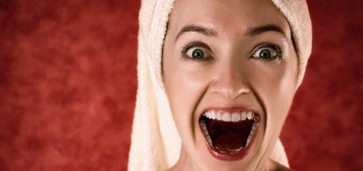 Sunde tænder og frisk mund med billige tandbørstehoveder og dentale produkter